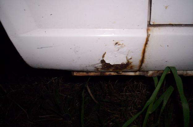 wrecking auto sedan  front guard rust