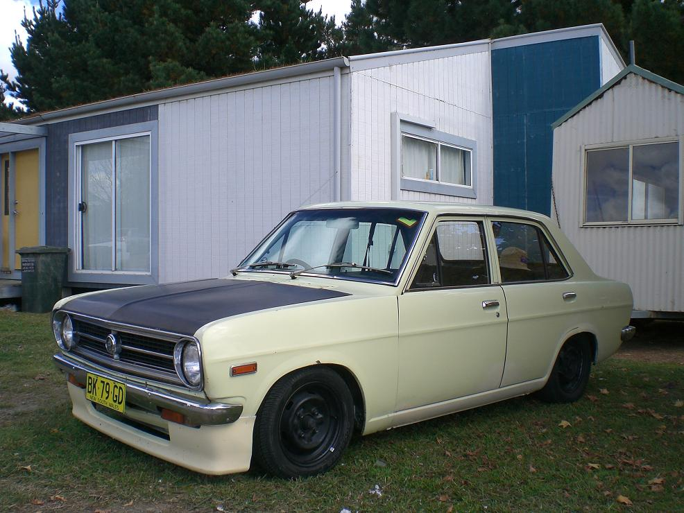 Cream 1200 Sedan
