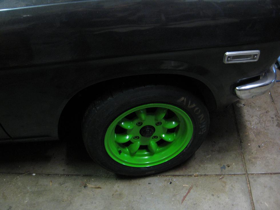 Track rims and tyres.